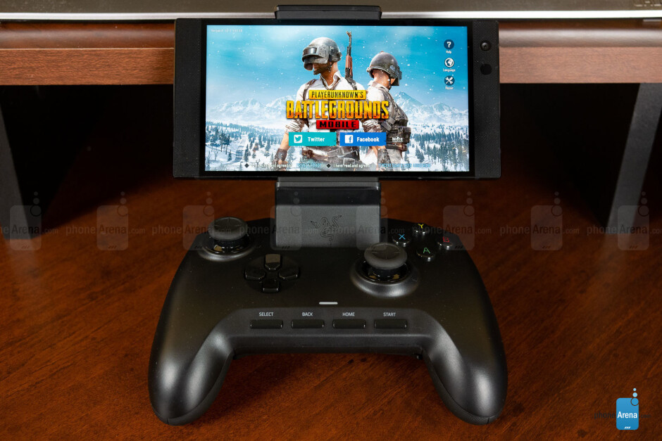 The Razer Raiju controller with the Razer Phone 2 - Razer Phone 2 vs Asus ROG Phone