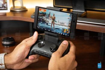 Razer's Raiju Mobile controller - Razer phone 2 vs Asus ROG Phone