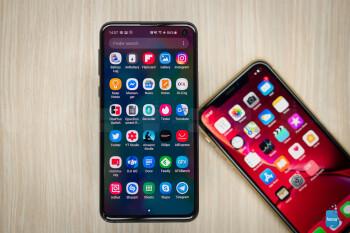 Samsung Galaxy S10e vs Apple iPhone XR