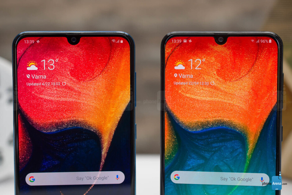 A50 (left and bottom) next to A30 (right and top) - Samsung Galaxy A50 and Galaxy A30 Review