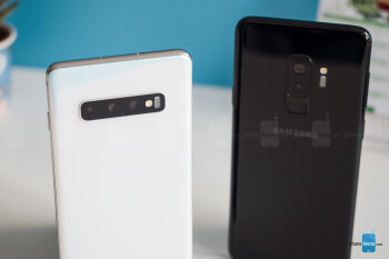 Galaxy S10+ (L) and Galaxy S9+ (R) - Samsung Galaxy S10 and S10+ vs Galaxy S9 and S9+