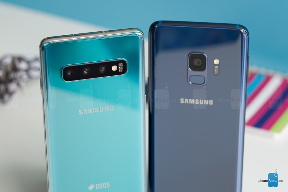 Galaxy S10 (L) and Galaxy S9 (R) - Samsung Galaxy S10 and S10+ vs Galaxy S9 and S9+