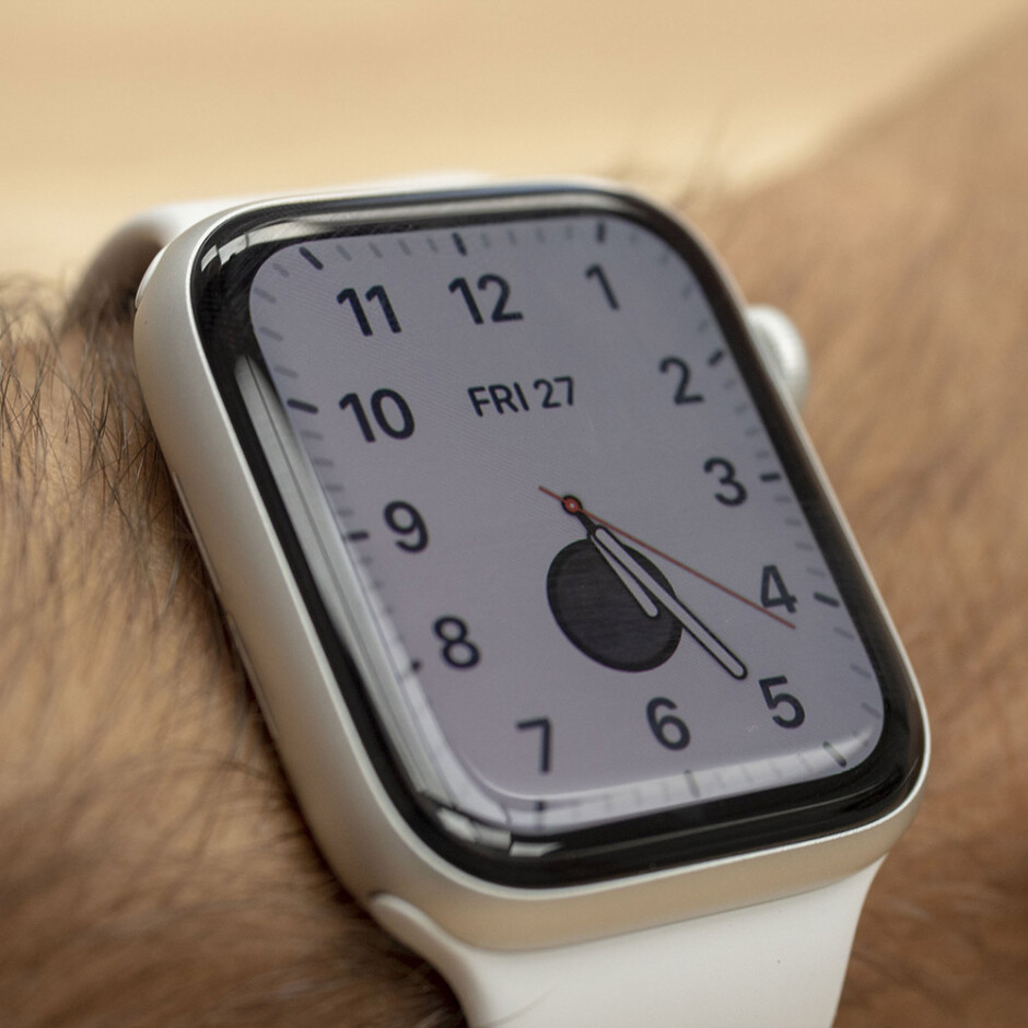 Screen is on when you are actively looking - Apple Watch Series 5 Review