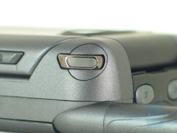 Handy Flip-Open Button - Motorola ic902 Deluxe Review