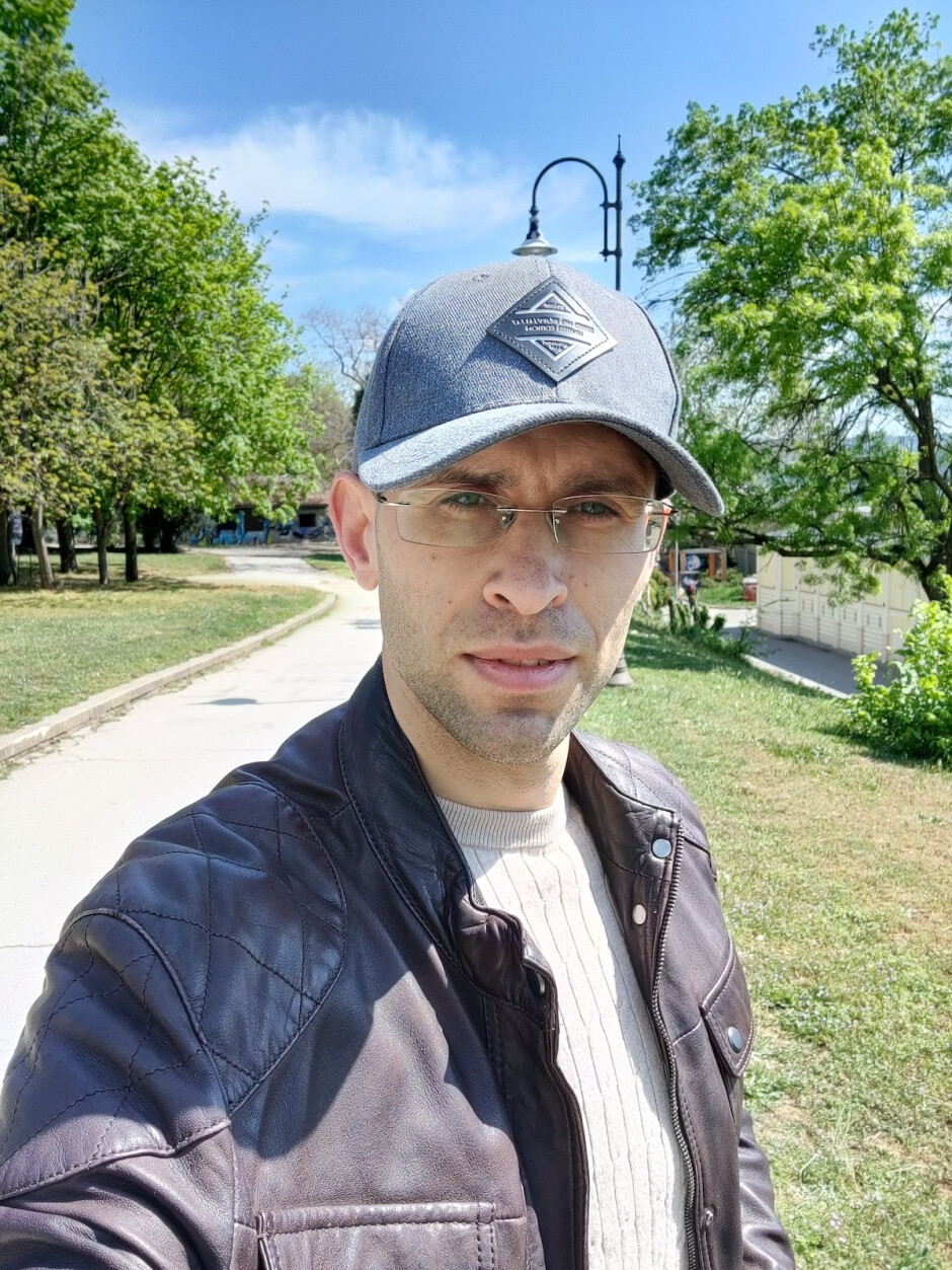 Selfie samples - OnePlus 8 Pro Review
