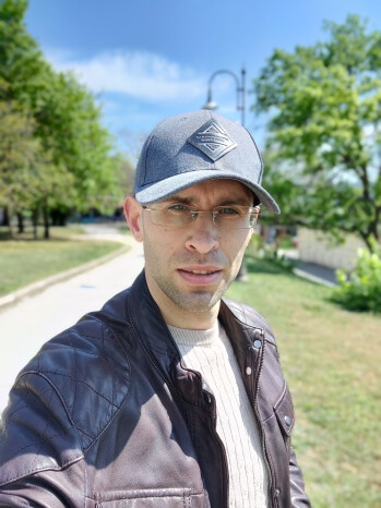 OnePlus 8 Pro selfie portrait - OnePlus 8 Pro vs OnePlus 8