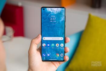 Ulasan Motorola Edge Plus: Kejutan tahun ini