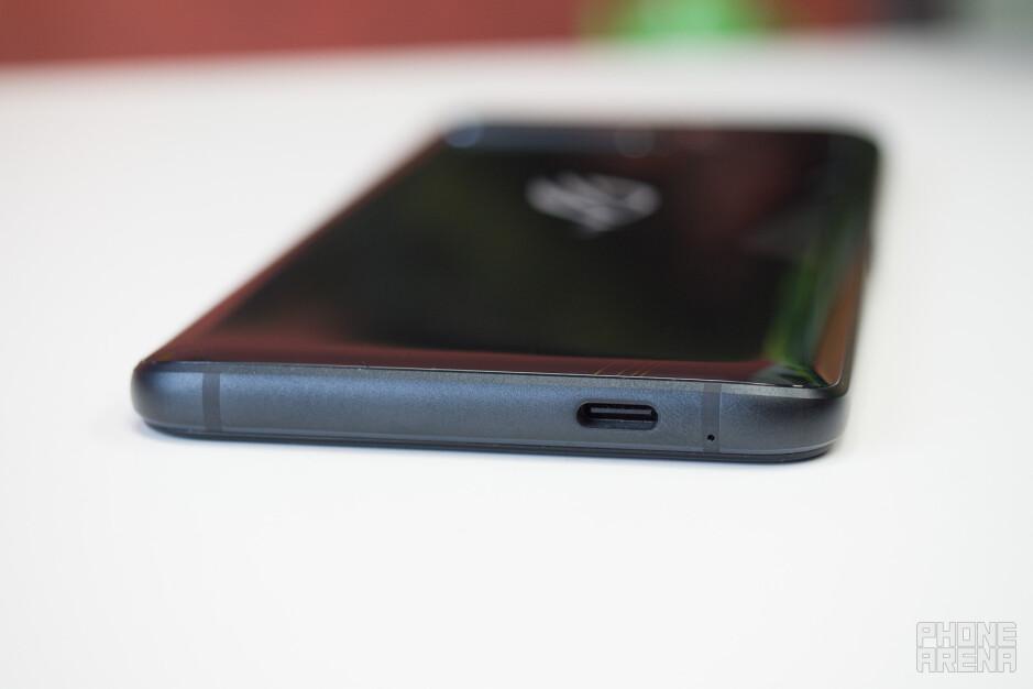 No 3.5 mm jack - Asus ROG Phone 3 Review: Gaming Beast