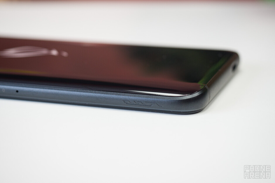 The shoulder buttons - Asus ROG Phone 3 Review: Gaming Beast
