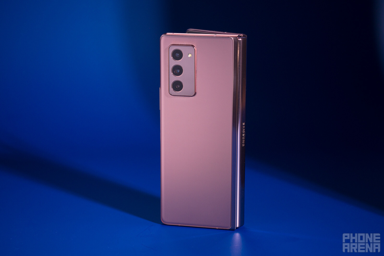Samsung-Galaxy-Z-Fold-2-Review005.jpg