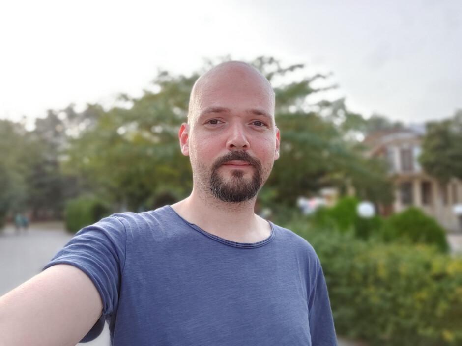 Selfie Portrait - LG Wing review