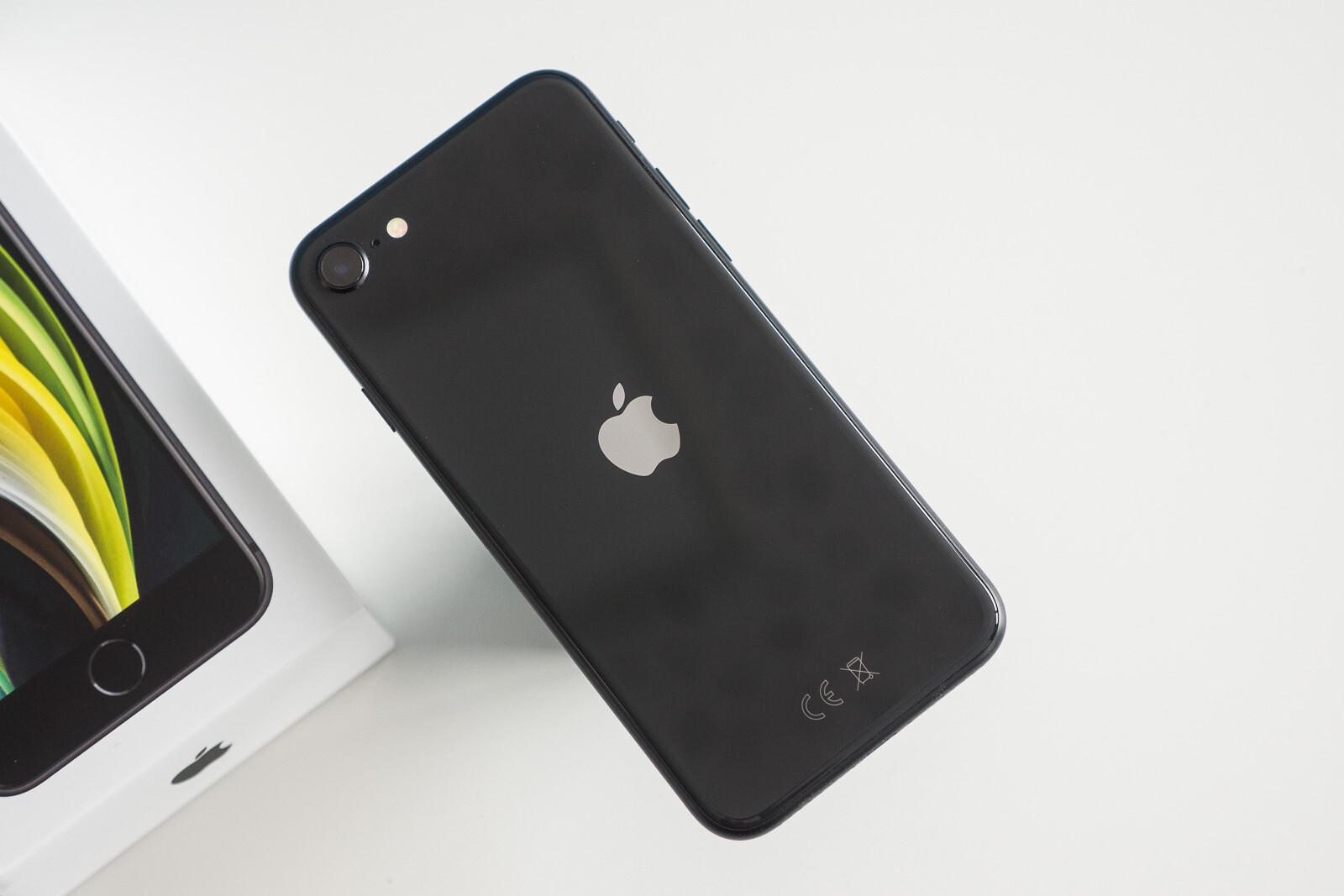 Apple iPhone 12 mini vs iPhone SE (2020): Comparación preliminar