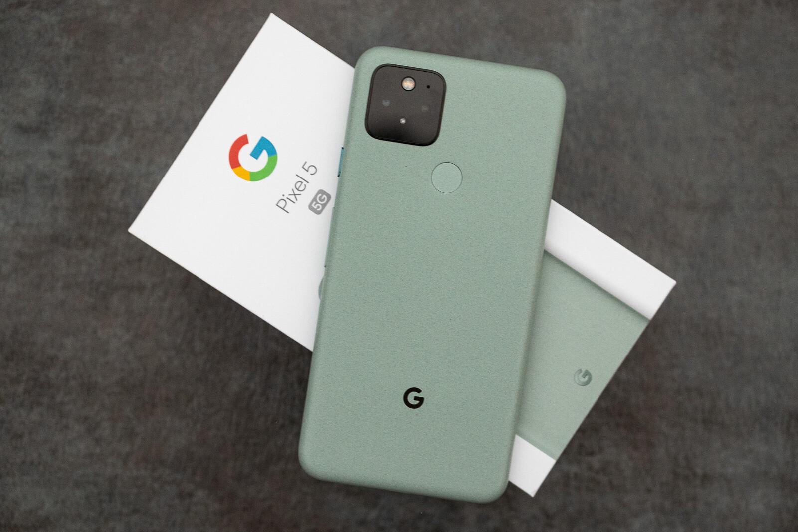 Google Pixel 5 in Sorta Sage - Samsung Galaxy S21 vs Google Pixel 5