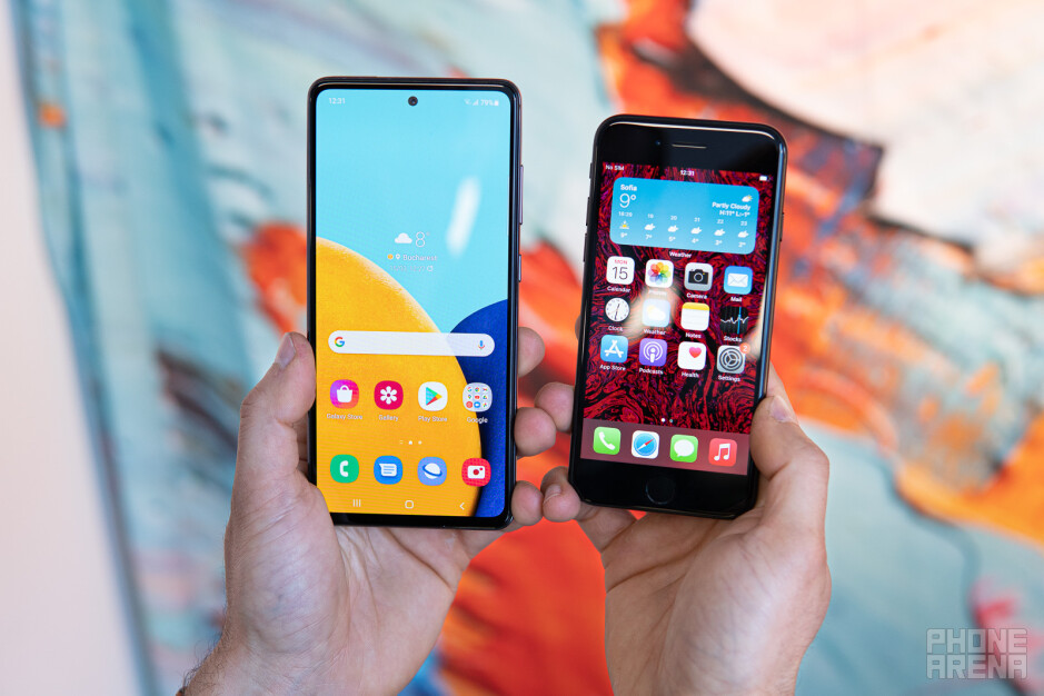 Samsung Galaxy A52 contro iPhone SE (2020)