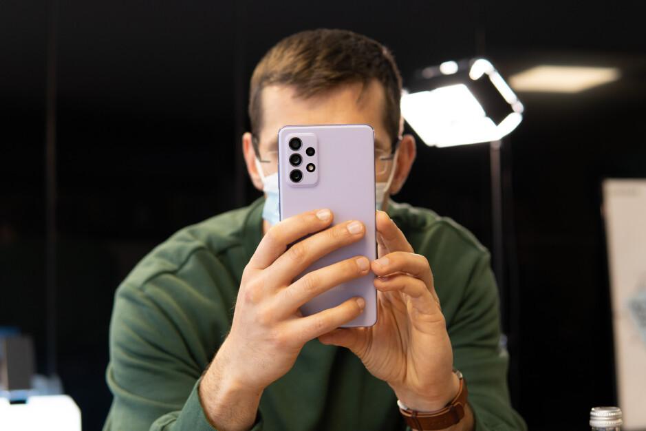 Il Galaxy A72 ha una configurazione a quattro fotocamere - Recensione Samsung Galaxy A72