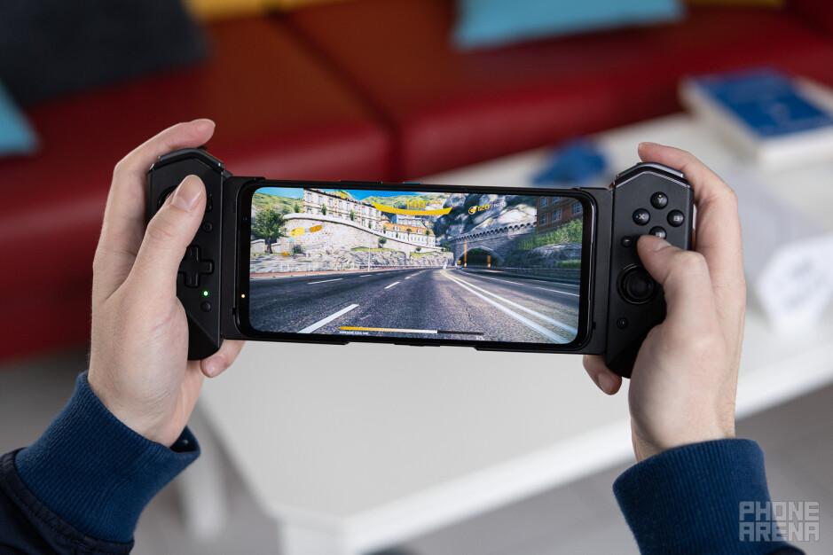 The ROG Kunai 3 Gamepad - Asus ROG Phone 5 Ultimate review