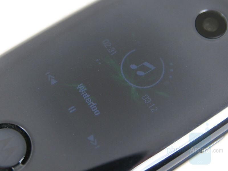 External display - Motorola MOTO U9 Preview