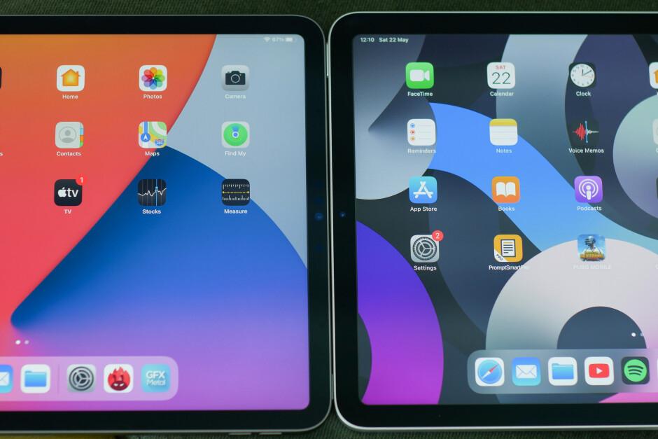 L'iPad Air 4 (a destra) ha cornici leggermente più spesse intorno allo schermo: iPad Pro 2021 vs iPad Air 4: qual è la differenza?