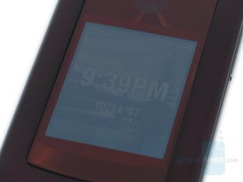 Front Display - Motorola RAZR2 V9 Review