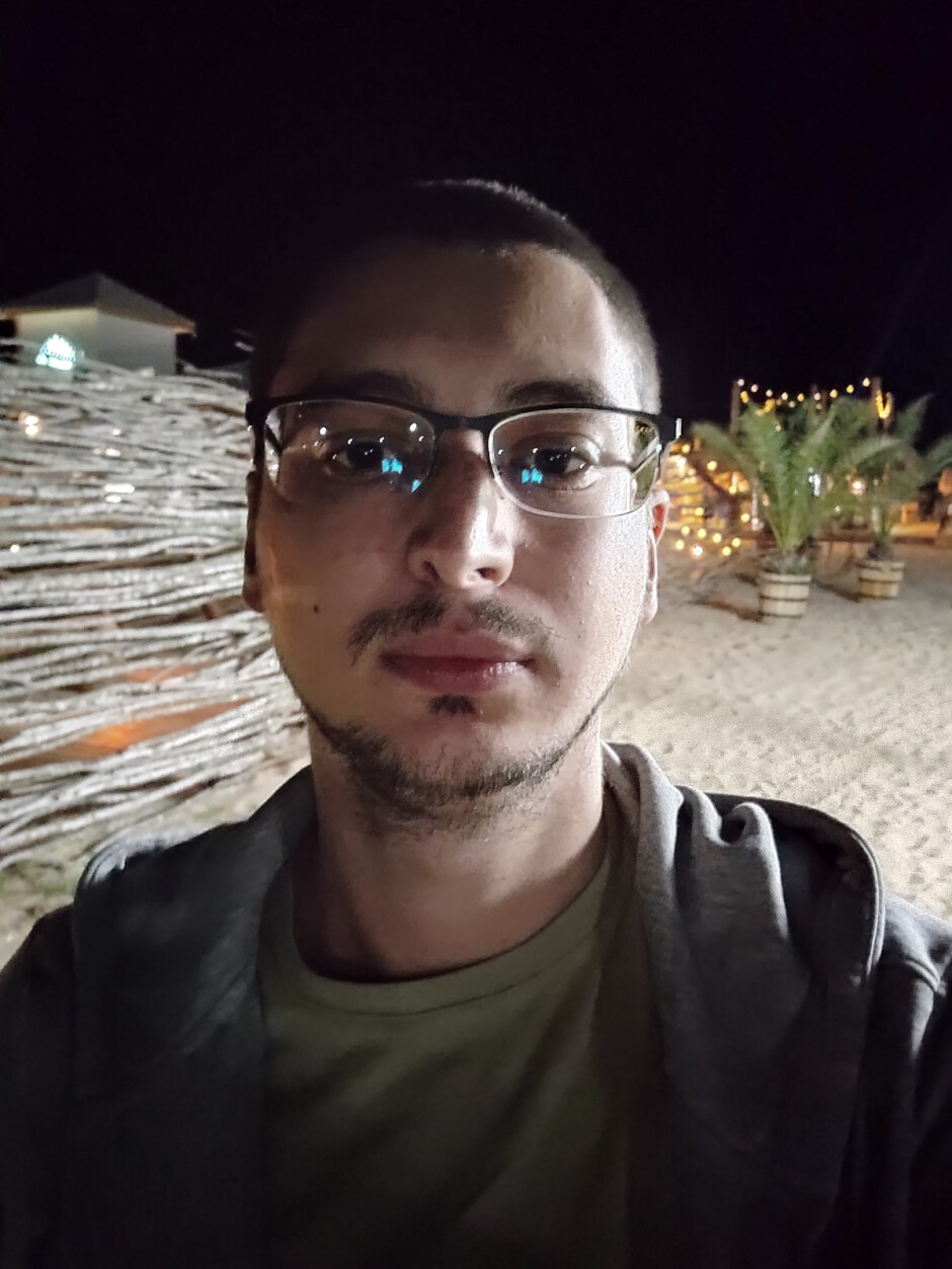Night mode OFF - Front camera samples - Motorola Edge 20 Pro Review: focusing on what's important