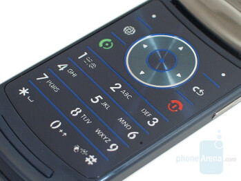 Keypad - Motorola RAZR2 V8 Review