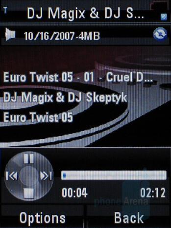 Music Player - Motorola RAZR2 V8 Review