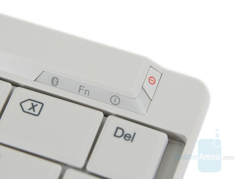 Indicators and power button - Nokia Wireless Keyboard SU-8W Review