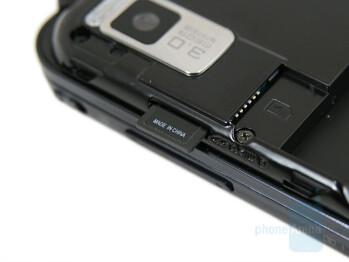 microSD slot - Samsung SGH-F700 Preview