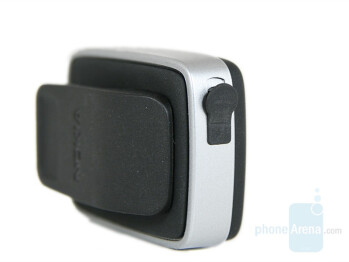 Charging connector - Nokia BH-500 Review