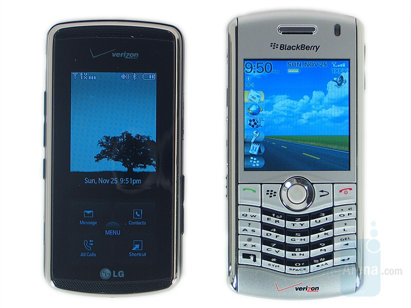 Left and down - LG Venus, Right and up - BlackBerry Pearl 8130 - LG Venus Review