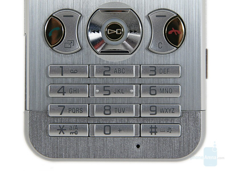 Navigation buttons and numeric keypad - Sony Ericsson W890 Preview