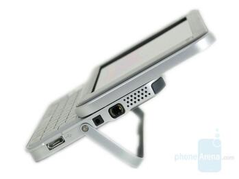 Right speaker - Nokia N810 Internet Tablet Review