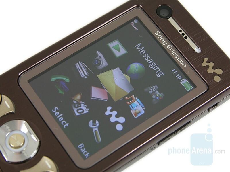 2 inch display - Sony Ericsson W890 Review