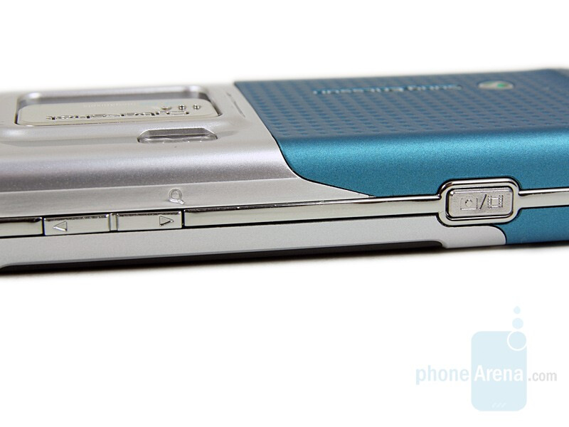 Right side - Sony Ericsson C702 Preview