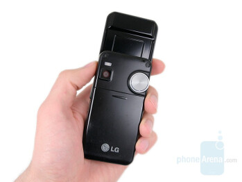LG KF700 Preview