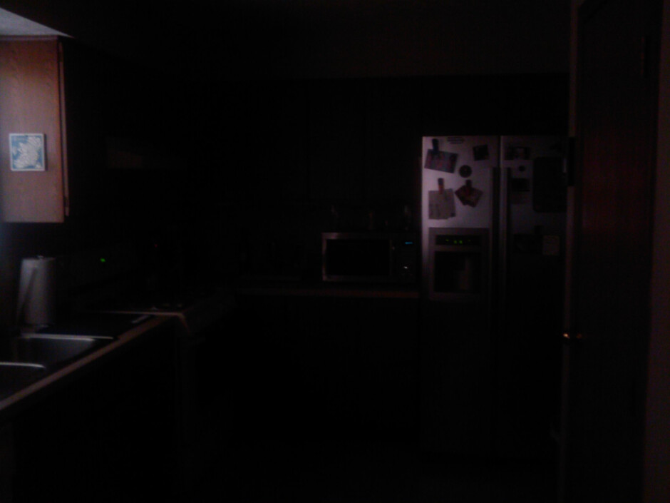 Low light - Indoor images - HTC Touch Diamond Review