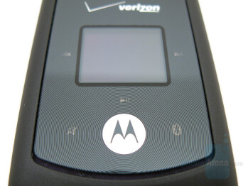 External display and buttons - Motorola W755 Review