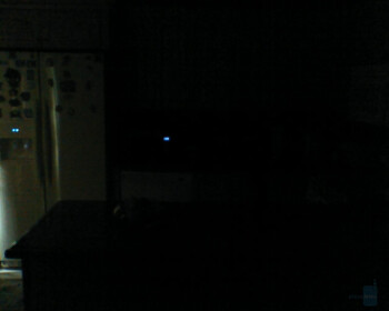 No light with Darkness Mode ON - Indoor images - Motorola W755 Review
