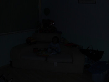 4m/13feet - Low light - Indoor Samples with Flash - LG Renoir Review