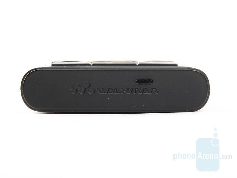 Bottom - Sony Ericsson W902 Review