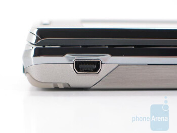 Left and Right sides - Sony Ericsson Xperia X1 Review