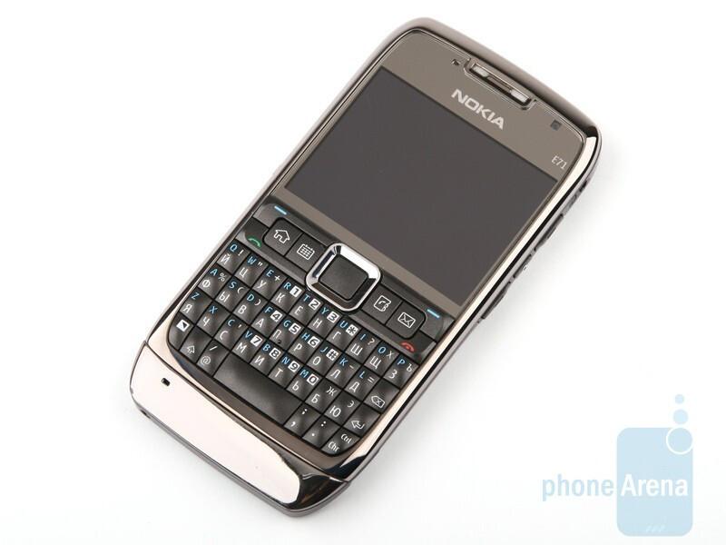 ... mendukung semua merek kartu micro SD yang menggunakan Anda Nokia E71