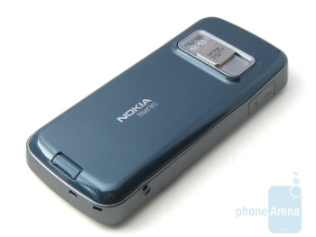 Impressive back cover - Nokia N79 Review