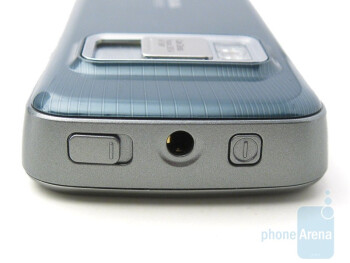 3.5mm audio jack on top - Nokia N79 Review