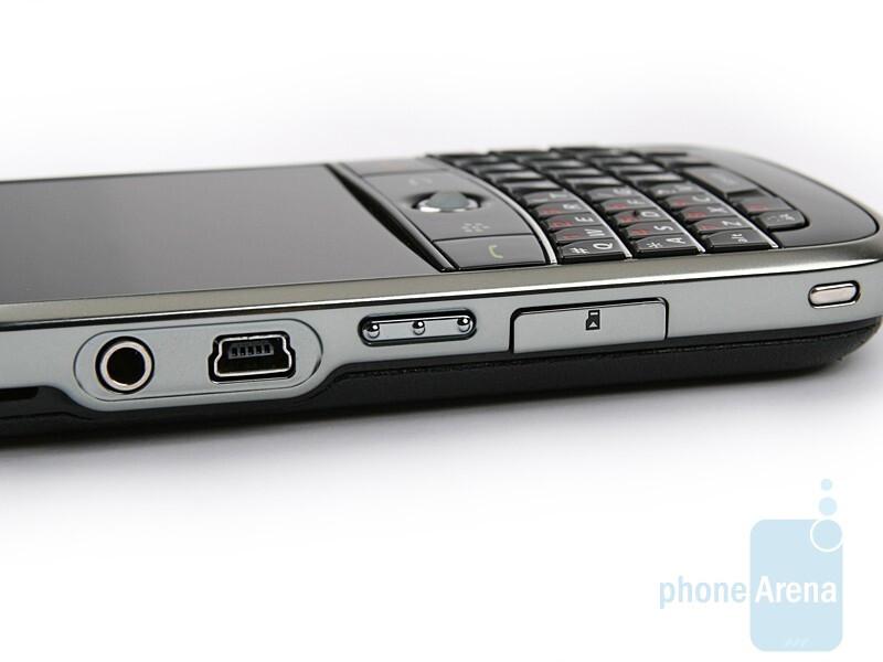 left side - BlackBerry Bold Review