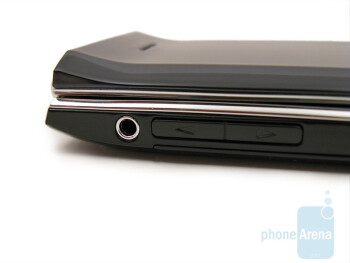 2.5mm jack, volume rocker - Nokia 7205 Intrigue Review