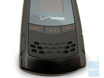 The buttons on the front and the sides of the CDM8975 - Verizon Wireless CDM8975 Review