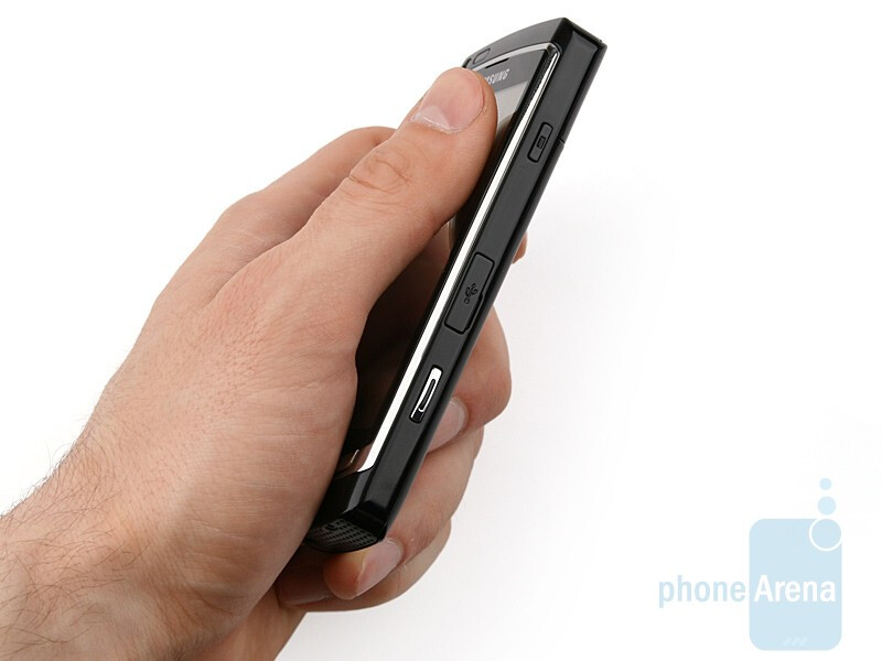 The size and weight of the Samsung OMNIA HD i8910 are balanced really well - Samsung OMNIA HD i8910 Review