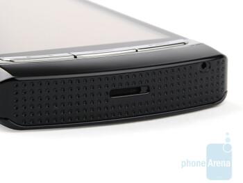 Bottom - Samsung OMNIA HD i8910 Review