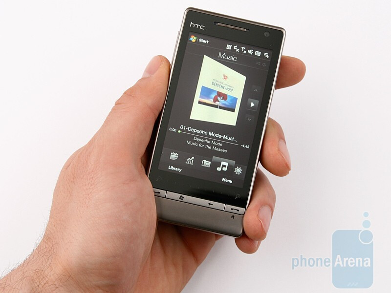HTC Touch Diamond2 fits well in the hand - HTC Touch Diamond2 Review